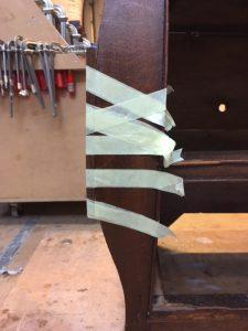 verlijmd nieuw stukje eiken | Patine Meubelrestauratie