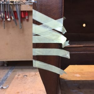 nieuw inzetje knie met bijpassend stukje eiken