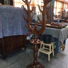 mahoniehouten kapstok uit Curaçao