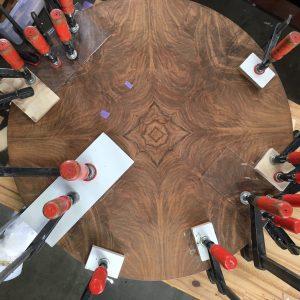 klemmend teruglijmen fineer | Patine meubelrestauratie