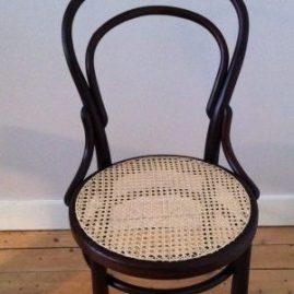 caféstoel naar Thonet na restauratie | Patine Meubelrestauratie