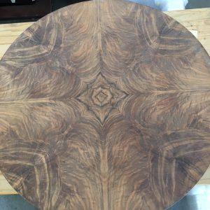 oude afwerking verwijderd notenhouten tafelblad | Patine meubelrestauratie